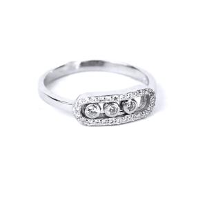 Серебряное кольцо, в середине три подвижных фианита